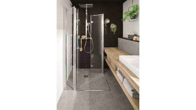 """Die Drehfalttüren der """"Exklusiv""""-Duschkabine lassen sich nach außen und innen öffnen und bieten so auch in kleinen Bädern einen größtmöglichen Einstieg in die Dusche. Ist die Duschkabine nicht in Gebrauch, lassen sich die Türen komplett wegfalten, sodass die Duschfläche zusätzlich frei im Badezimmer genutzt werden kann."""