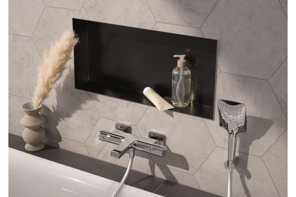 Die Wandeinbauboxen sind elegant, bieten ausreichend Ablagefläche und sorgen für Ordnung innerhalb der Duschkabine, ohne die Duschzone einzuschränken.