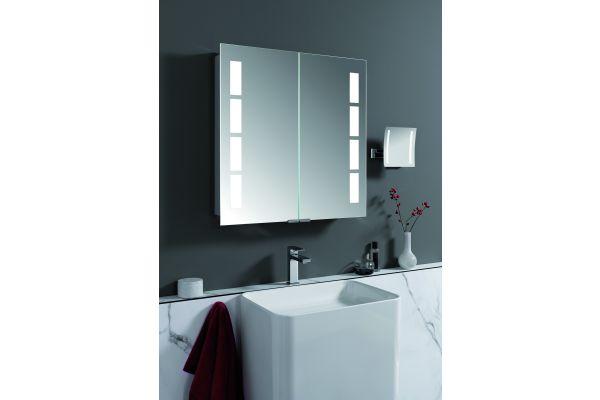 Die modernen Spiegelschränke von HSK bieten edlen Stauraum für Badutensilien. Optional sind die Alu-Spiegelschränke auch mit einem Motion-Sensor verfügbar. Damit lassen sich die Lichtfarbe und die Helligkeit sogar kontaktlos regulieren.