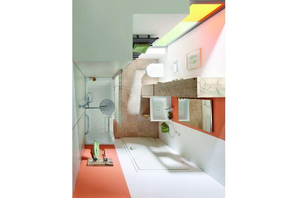 """Eine funktionale und elegante 2-in-1-Lösung bietet die DuschWanne """"Dobla"""" in kleinen Bädern. Hier ist die Duschfläche in die Wannenfläche integriert und der vorhandene Platz wird so doppelt genutzt."""