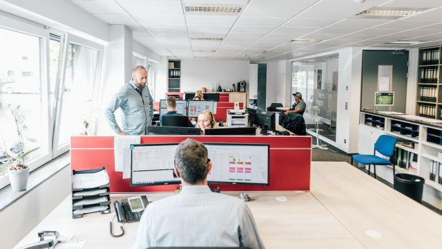 """In der Referenz: Beim Unternehmen Mölleken wird in den Büros mit """"labelwin"""" gearbeitet. Die Software ist eine kaufmännische Komplettlösung für Handwerksbetriebe."""