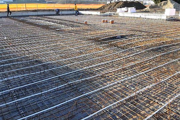 Die elektrischen Heizdrähte wurden vor den Betonierarbeiten direkt in der Fundamentplatte verlegt.