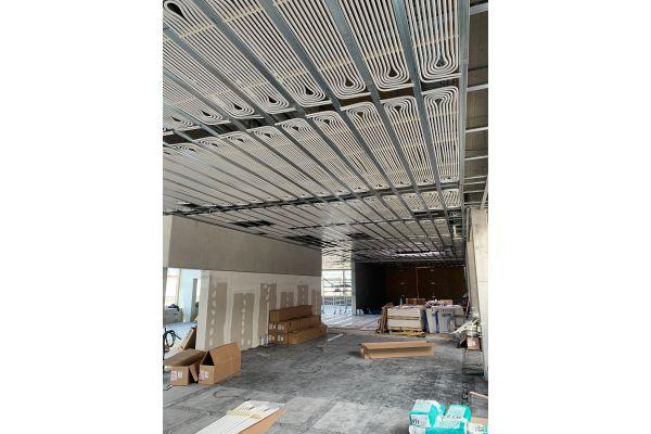 """Die Installation von Decken-Heiz- und -Kühlsystemen ist auch für FHM Service ein wichtiges Wachstumssegment. Zum Einsatz kommt dabei das Uponor-System """"Thermatop M""""."""