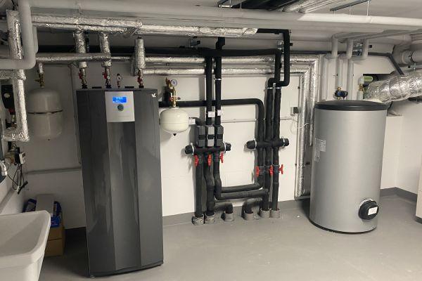 Jede Wohnung und jeder Wohnungseigentümer oder Mieter besitzt seine eigene Erd-Wärmepumpe und ist dementsprechend auch für den Betrieb sowie die Abrechnung selbst verantwortlich.