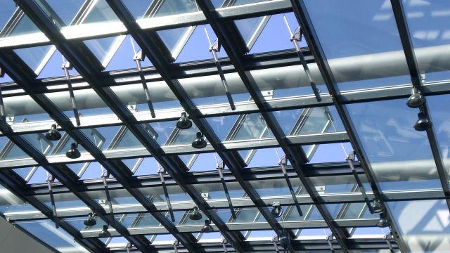 Foto: Eine konsequente Nutzung von Tageslicht ist für die Gesundheit und Leistungsfähigkeit von Mitarbeitern ebenso wie aus energetischen Gründen von Vorteil.