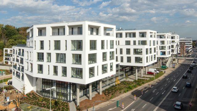 Foto: Moderne Gebäude zeichnen sich durch einen ressourcenschonenden und niedrigen Energieverbrauch aus.