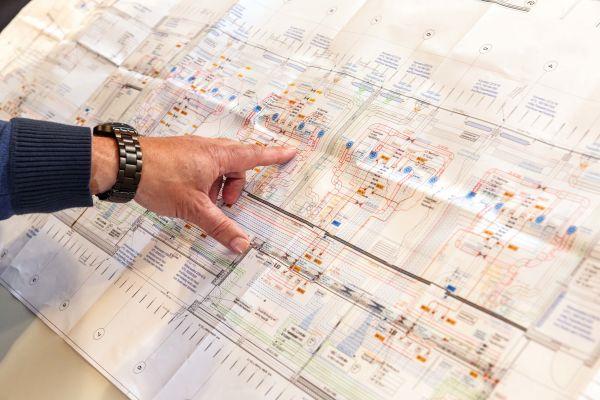 In komplexen, modernen Gebäuden setzen Fachplaner, Architekten und Investoren heute auf Lösungen zum simultanen Heizen und Kühlen auf Basis erneuerbarer Energieträger mit nur einem System.