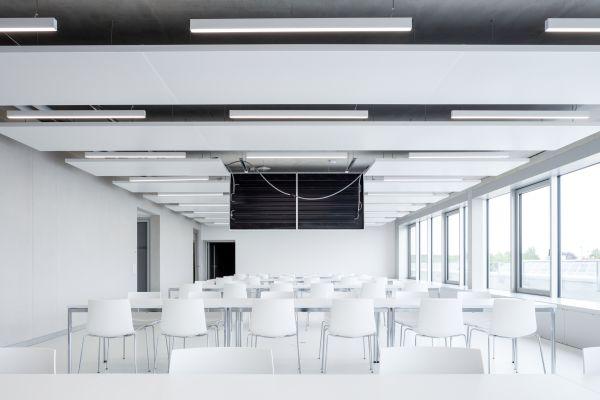 Sinnvolle Regelzonen und eine möglichst flexible Aufteilung der Kühl- und Heizkreise von Kühl- und Heizdeckensystemen bieten Handlungsspielräume, falls sich die Nutzung eines Raumes bzw. Gebäudes einmal ändern sollte.