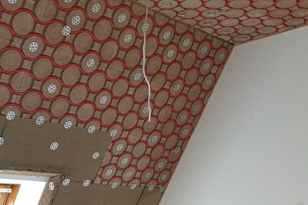 """Beim Bauvorhaben """"Finanzministerium"""" in Dresden wurde das Lehmklima-Moduldeckensystem der ArgillaTherm GmbH auch in Dachschrägen installiert."""
