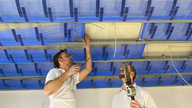 Foto: Bei einem Dachgeschossausbau in Leipzig kamen Kapillarrohrmatten an der Decke als Heiz- und Kühlsystem zum Einsatz.