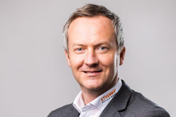 """""""Wir sind davon überzeugt, dass die Zukunft des Heizens rein elektrisch ist. Die moderne Elektroheizung ist längst mehr als eine Alternative. Sie ist unsere einzige Chance, die Umwelt nachhaltig zu entlasten und sauber für zukünftige Generationen zu erhalten. Das Ziel ist, CO!SUB(2)SUB!-frei zu sein und nicht nur CO!SUB(2)SUB!-neutral,"""" so Thomas Reiter, Geschäftsführer der Etherma Elektrowärme GmbH."""
