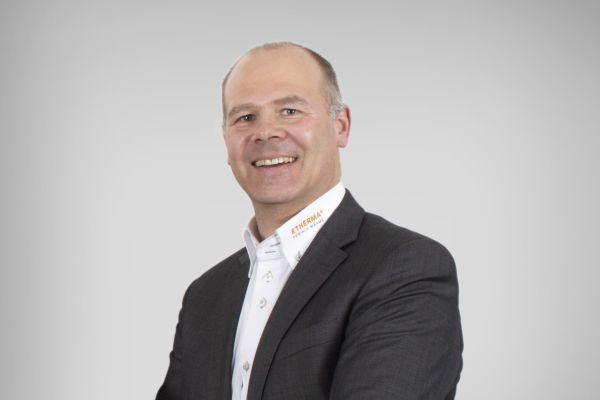 """""""Als ich 1997 bei Jowitherm eingestiegen bin, war die erste Geschäftsreise mit meinem Vater nach Österreich zu Etherma. Ich war sofort überzeugt, dass die Weiterentwicklung der Partnerschaft der richtige Weg sein wird,"""" erinnert sich Bas Spekreijse, Geschäftsführer der Etherma Benelux BV."""