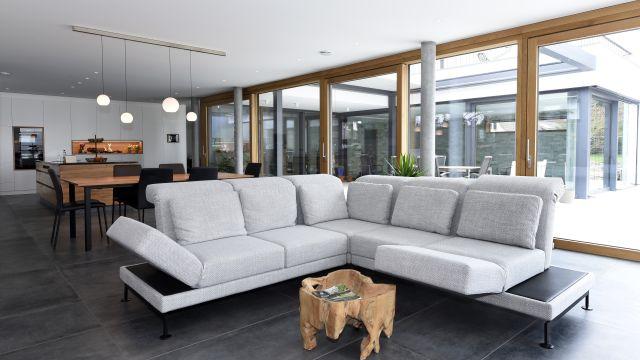 Foto: Bei dem exklusiven Einfamilienhaus in einer baden-württembergischen Kleinstadt verteilen sich Wohn- und Nutzfläche auf drei Etagen.