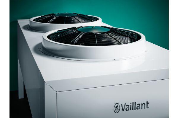 Die Außeneinheit der Luft/Wasser-Wärmepumpe aroTherm perform von Vaillant.