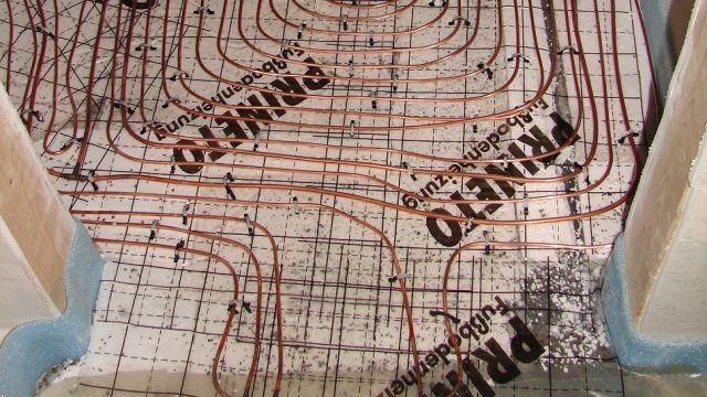 Foto: Die Fußbodenheizung dient als Kondensator im Wärmepumpen-Prozess.