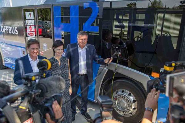 Fronius betankt Wasserstoffbus