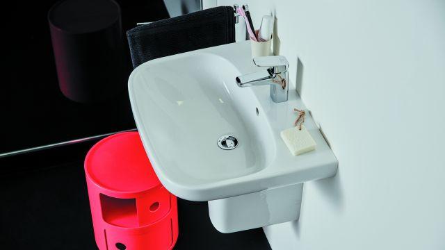 Das Bild zeigt ein Badezimmer.