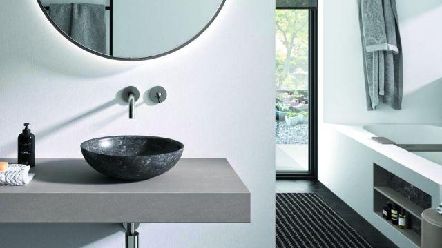 Das Bild zeigt ein Badambiente mit Waschtisch.