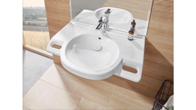 Ästhetik und Funktion: Ein Waschtisch mit integrierten Griffen bietet deutlich mehr Sicherheit bei der Körperpflege nicht nur im Alter