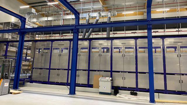 Das Bild zeigt eine Chemiebadanlage des neuen Service Centers von Alfa Laval.