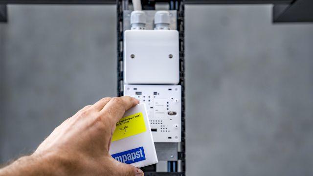 Auf dem Bild ist einer der zertifizierten Sensoren von ebm-papst zu sehen.