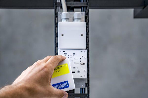 Die zertifizierten Sensoren messen permanent die Luftqualität und schicken ihre Daten in die cloudbasierte Building Connect Plattform von ebm-papst, die diese weiterverarbeitet.