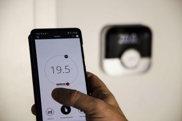 """Komfort für den Endkunden: Mit der """"IDA"""" App gepaart mit der passenden Regelung und dem passenden Raumgerät hat der Nutzer seine Heizung ortsunabhängig im Griff."""