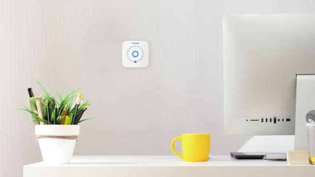 Das Bild zeigt den Sensor in die Wand integriert.