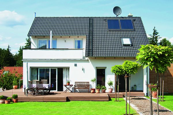 Das Bild zeigt ein Zweifamilienhaus.