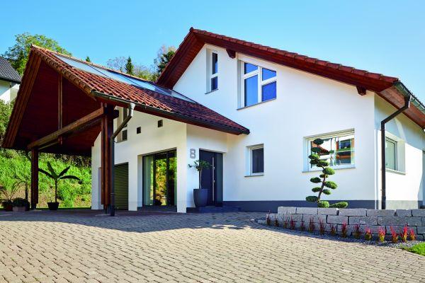 Wohnraumlüftung im Einfamilienhaus: zentral und dezentral kombiniert