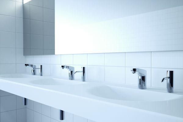 """Das Bild zeigt die """"maxx""""-Waschtischarmatur von Conti im gewerblich-öffentlichen Bereich."""