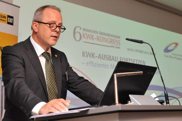 Berthold Müller-Urlaub bei seiner Begrüßungsrede zum diesjährigen KWK-Kongress.