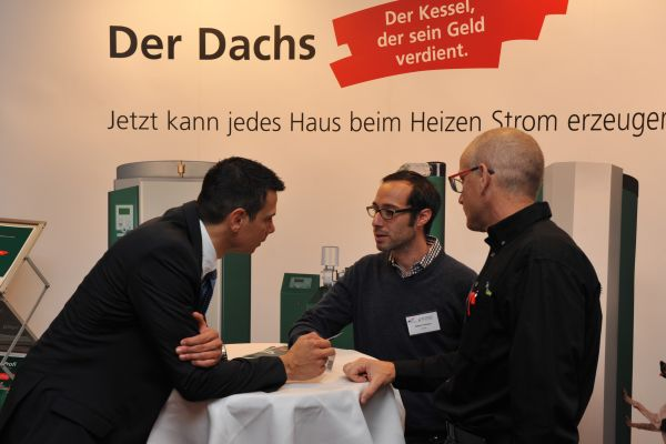 Expertengespräch am Stand von SenerTec.