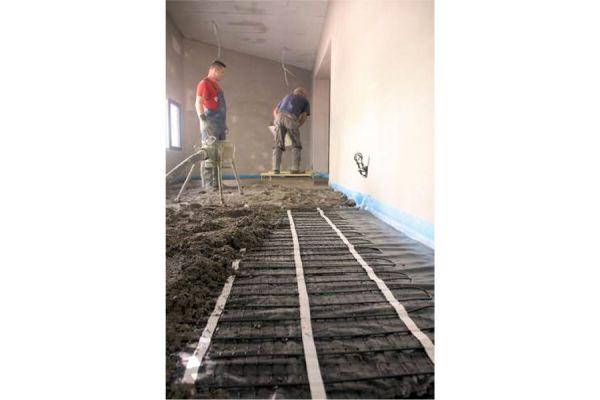 Verlegung einer der elektrischen Fußboden-Speicherheizung