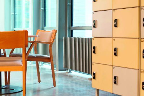 Purmo bietet Lösungen für alle Anforderungsklassen bei der Befestigung von Heizkörpern. In Räumen mit langer Nutzungszeit, wie in Schulen, gelten aufgrund der erhöhten Belastung auch strengere Anforderungen.