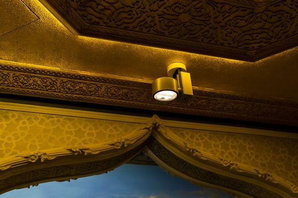 Schuhbecks Gewürze im Erco LED-Licht