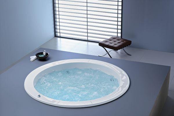 Eine runde Wanne für das Bad mit Platz für die ganze Familie - kreiert von dem amerikanischen Designer Michael Graves.