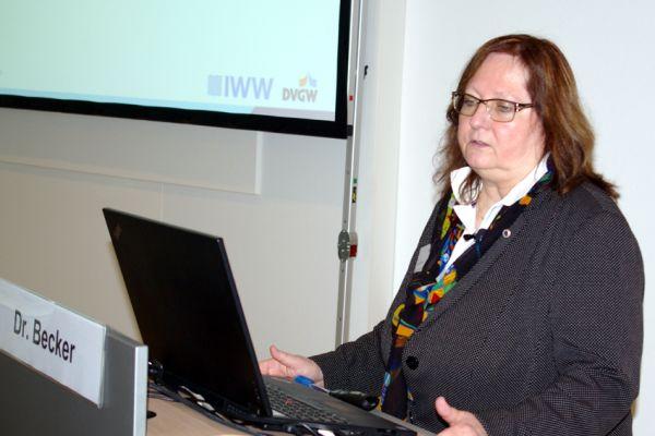 Das Bild zeigt Dr. Angelika Becker vom IWW.