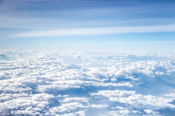 Ein Himmel mit Wolken.