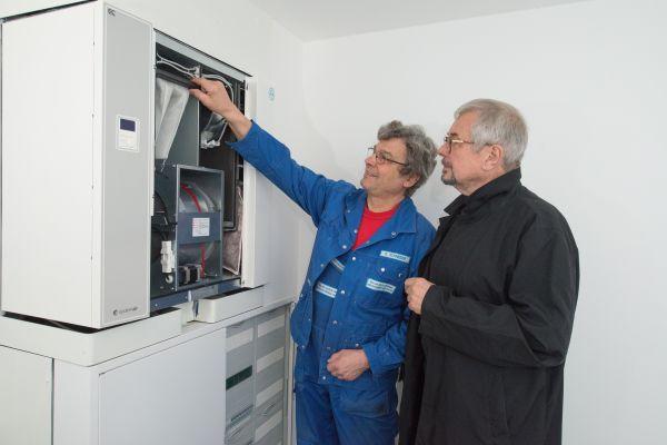 Ein wesentliches Gesundheits- und Komfortmerkmal bei der Wohnungslüftung ist  eine Filtertechnik, die Feinstaub und Pollen bis zu einer Partikelgröße von 1 µm abscheidet. Wirksam ist das nur mittels zentraler, ventilatorgestützter Lüftungstechnik möglich.