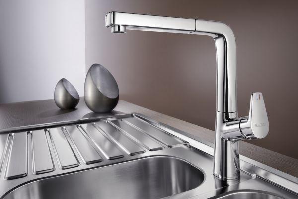 Das Bild zeigt die verchromte Küchenarmatur