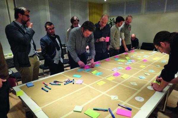 Kostenlose Teambildungsmaßnahme: Gemeinsames, konsensorientiertes Erarbeiten des weiteren Vorgehens.