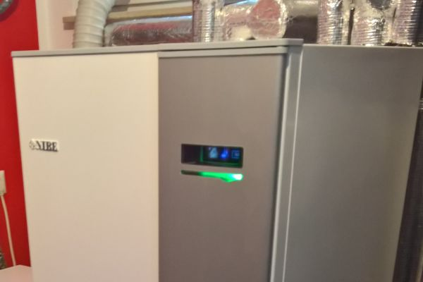 Durch die Invertersteuerung ist die Wärmepumpe in Gostritz ausgesprochen effektiv.