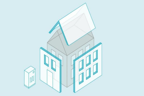 Die Grafik zeigt ein Energiemodul und das Modell eines Hauses mit vorgefertigten Fassaden.
