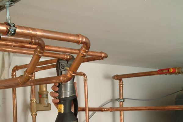 Dichtheitsprüfungen von Rohrleitungsinstallationen sind ein Muss auf jeder Baustelle.