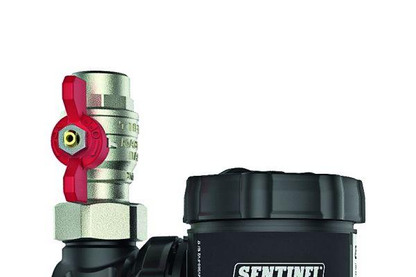 """Die Sentinel-Schlammabscheider """"Eliminator Vortex"""" werden aus Carbonfaser-verstärktem Kunststoff gefertigt."""