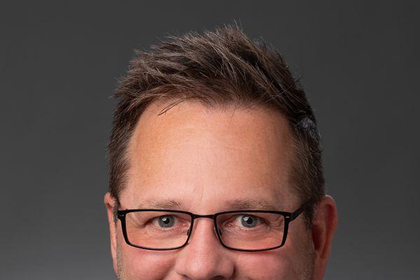 Das Bild zeigt Jörg Brammer.