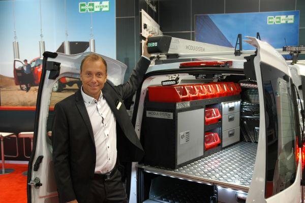 Thomas Johansson, Vizepräsident von Modul-System, informierte über ein neues Dachträgersystem.