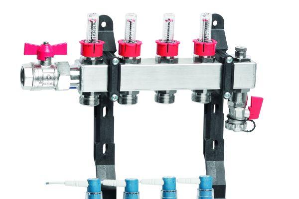 """der Heizkreisverteiler """"TacoSys Pro"""" ermöglicht mit bis zu zwölf Heizkreisen eine gleichmäßige Wärmeverteilung. Alle wichtigen Komponenten sind werksseitig bereits montagefertig installiert."""