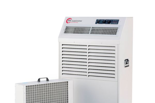 Zwei Split-Klimageräte.